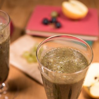 Autumnal Smoothie with Grapes, Apples and Celery Leaves